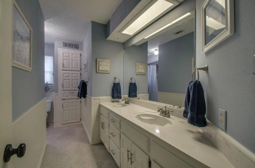 3162StoneCreekLakebathroom