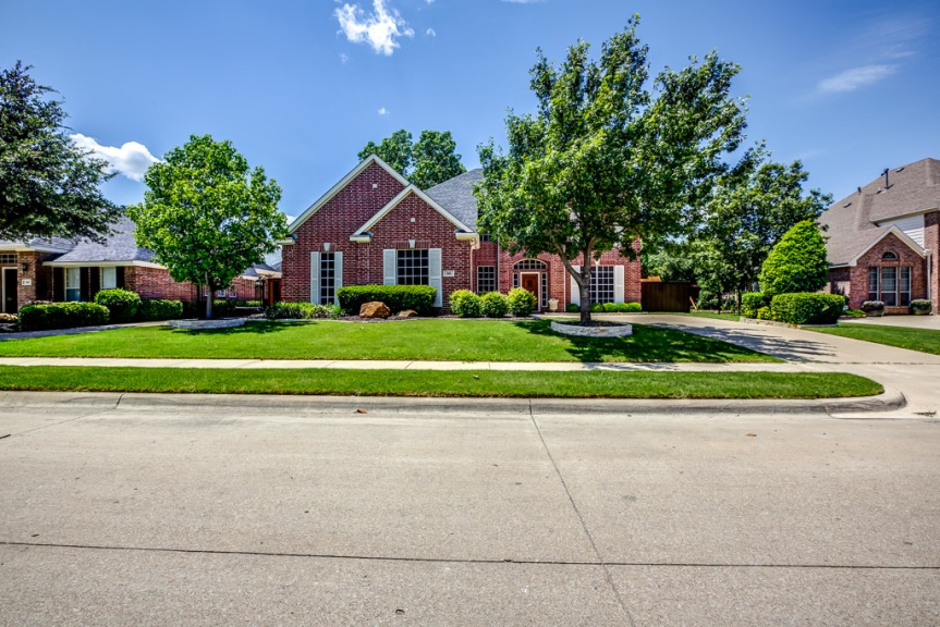 Spacious Elegance in Trophy Club at 305 ParkviewDrive
