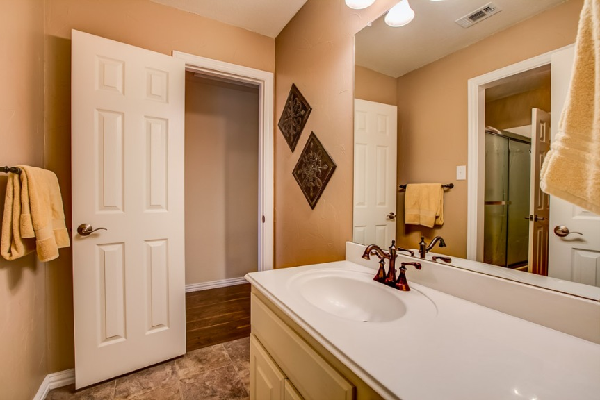 305 parkview bathroom