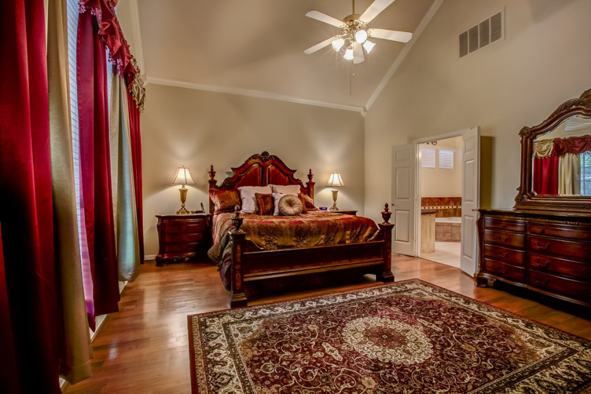 305 parkview master suite